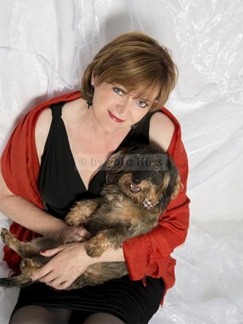 Foto Hüss - Portrait - Tiere - Studio - Hund - Frau mit Hund